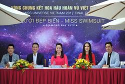 Đảm nhận vai trò giám khảo, Hoa hậu Mai Phương Thúy xuất hiện rạng rỡ cùng trưởng Ban giám khảo là bà Võ Thị Xuân Trang, nhiếp ảnh gia Samuel Hoàng, nhà thiết kế Thuận Việt và MC Phan Anh.