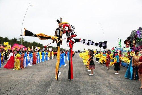 Sau Carnaval, dieu gi giup du lich Ha Long tiep tuc 'bung chay' mua he nay ? hinh anh 2