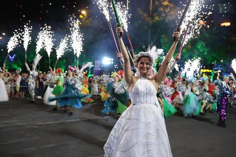 Carnival duong pho 'DIFF 2019' khuay dong khong gian pho dem Da Nang hinh anh 1