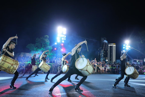 Carnival duong pho 'DIFF 2019' khuay dong khong gian pho dem Da Nang hinh anh 7