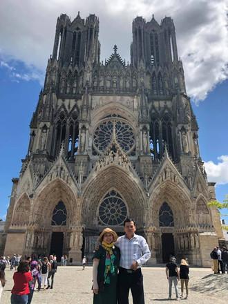 Hình chụp Phía trước nhà thờ Reims của du khách Tugo