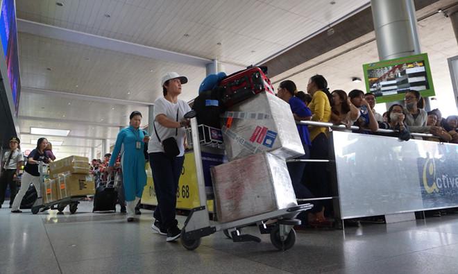 Sân bay tân Sơn Nhất sẽ ngừng phát thanh tự động tại ga quốc tế và quốc nội /// Phạm Hữu