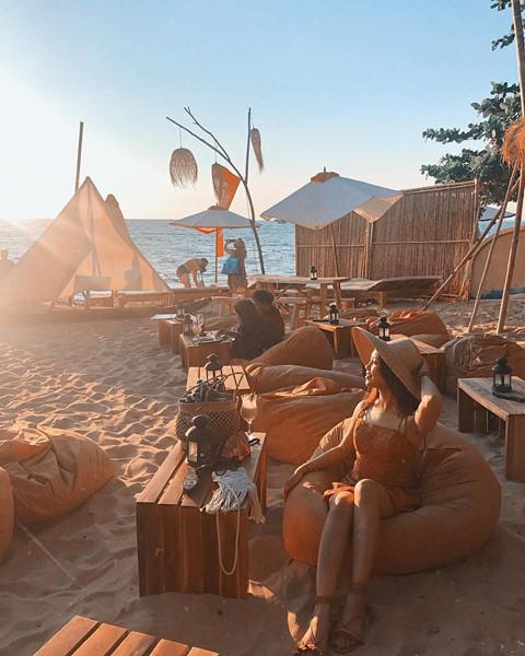 Den beach bar ngam hoang hon Phu Quoc tuyet dep hinh anh 1