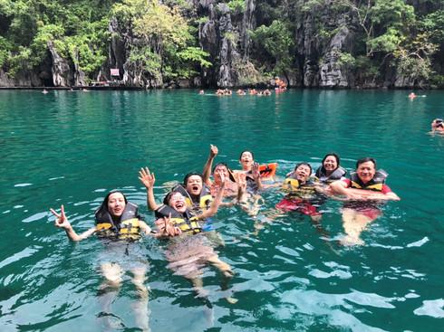 Du lịch Philippines, người Việt khám phá hồ nước Kayangan trong veo, không một cọng rác - ảnh 7
