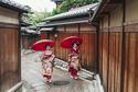 Bạn có thể bị phạt nếu chụp hình geisha mà chưa có sự đồng ý. Ảnh: Envato.