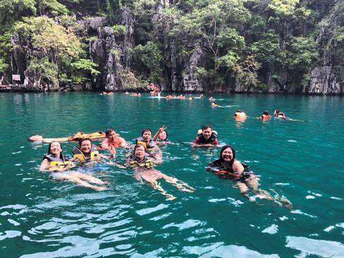 Du lịch Philippines, người Việt khám phá hồ nước Kayangan trong veo, không một cọng rác - ảnh 8