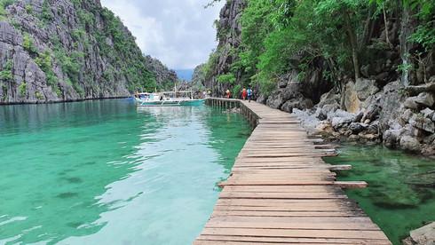 Du lịch Philippines, người Việt khám phá hồ nước Kayangan trong veo, không một cọng rác - ảnh 1