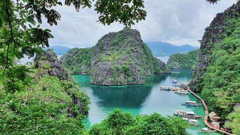 Đường vào Kayangan đẹp mê hồn vì biển trong xanh, nhìn thấy cá bơi lội dưới nước /// Vũ Phượng