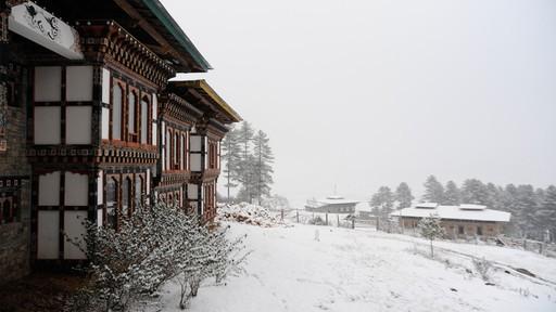 Mua tuyet roi tai quoc gia hanh phuc Bhutan hinh anh 1