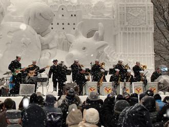 Hạm đội 7 Mỹ biểu diễn tại lễ hội tuyết Sapporo Ảnh:Ben Farone/ Wikimedia
