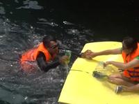 Những bạn trẻ tự nguyện lặn biển nhặt rác, khôi phục san hô
