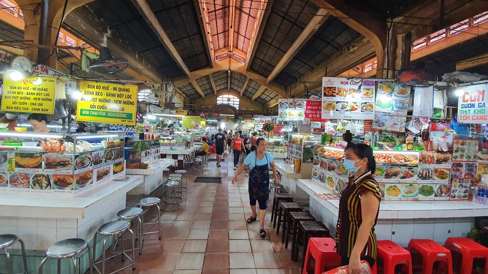 Dịch Covid-19, chợ Bến Thành vắng ngắt du khách, tiểu thương than ế ẩm! - ảnh 6