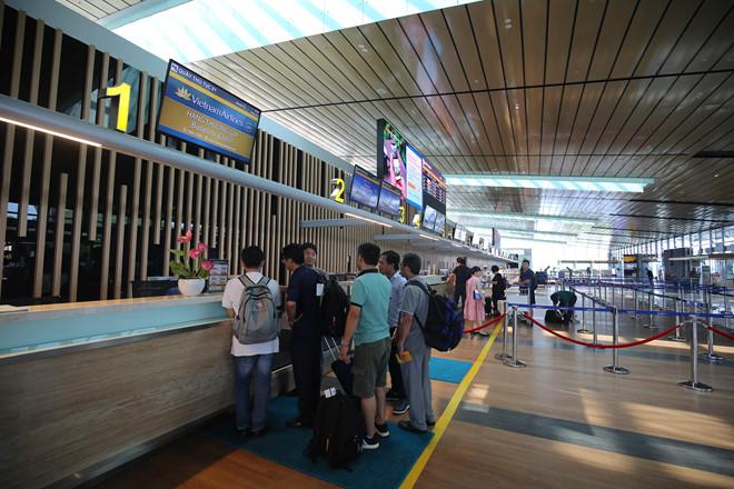 Nhiều người đã chọn đi du lịch Hà Nội- Sài Gòn vì giá vé hấp dẫn. /// Giang Ngọc