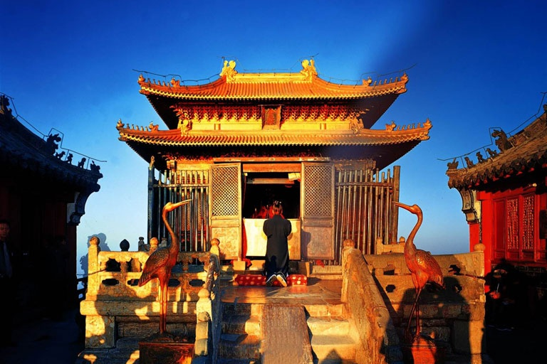 Tien canh danh bat hu truyen tren nui Vo Dang hinh anh 10 golden_palace_300.jpg