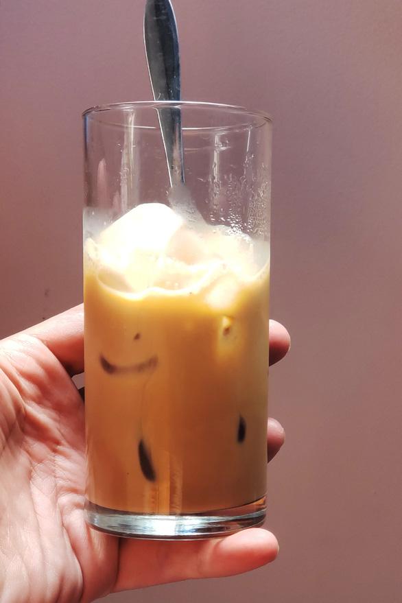 Đến Sài Gòn đừng quên uống cà phê sữa đá nhé - Ảnh 2.
