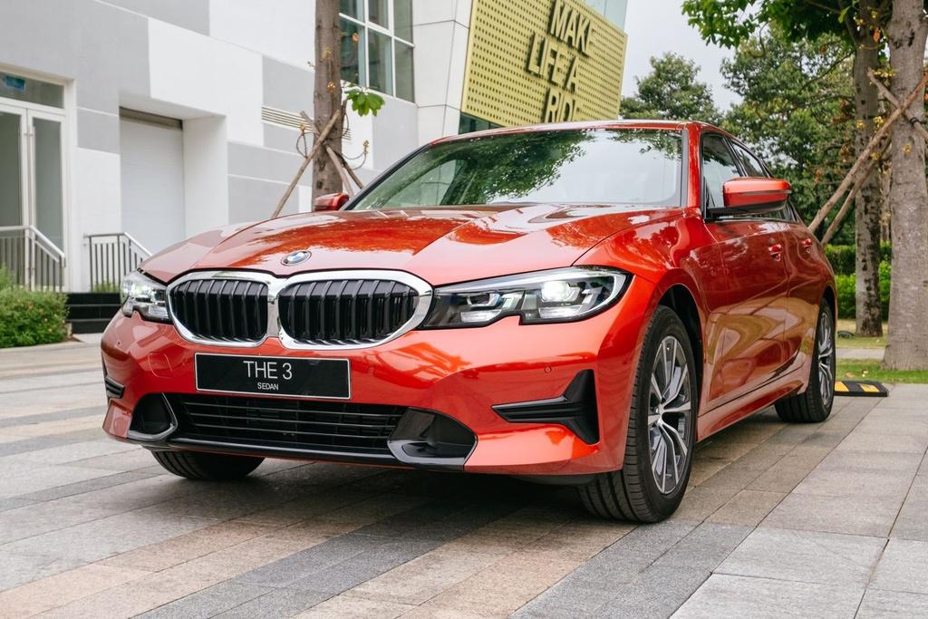 Xe nhap khau va noi lo that the truoc oto noi hinh anh 5 BMW_320i_Sport_Line.jpg