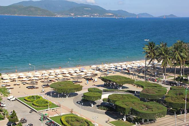 Một góc bãi biển Nha Trang  /// Ảnh: Nguyễn Chung