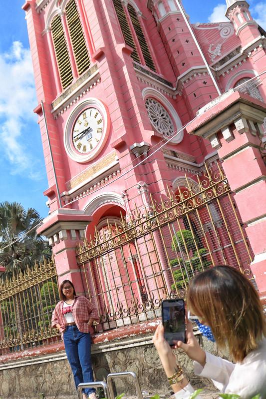 Cận cảnh nhà thờ Tân Định 150 tuổi ngay trung tâm Sài Gòn 'đốn tim' du khách - ảnh 4