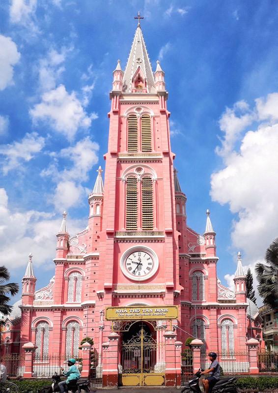 Cận cảnh nhà thờ Tân Định 150 tuổi ngay trung tâm Sài Gòn 'đốn tim' du khách - ảnh 1