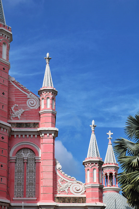 Cận cảnh nhà thờ Tân Định 150 tuổi ngay trung tâm Sài Gòn 'đốn tim' du khách - ảnh 2