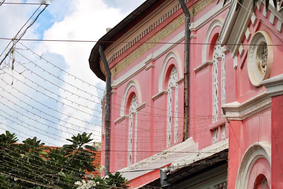 Cận cảnh nhà thờ Tân Định 150 tuổi ngay trung tâm Sài Gòn 'đốn tim' du khách - ảnh 3