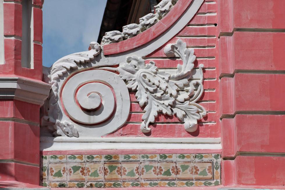 Cận cảnh nhà thờ Tân Định 150 tuổi ngay trung tâm Sài Gòn 'đốn tim' du khách - ảnh 6