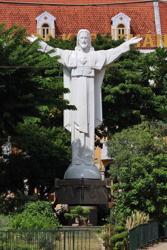 Cận cảnh nhà thờ Tân Định 150 tuổi ngay trung tâm Sài Gòn 'đốn tim' du khách - ảnh 11