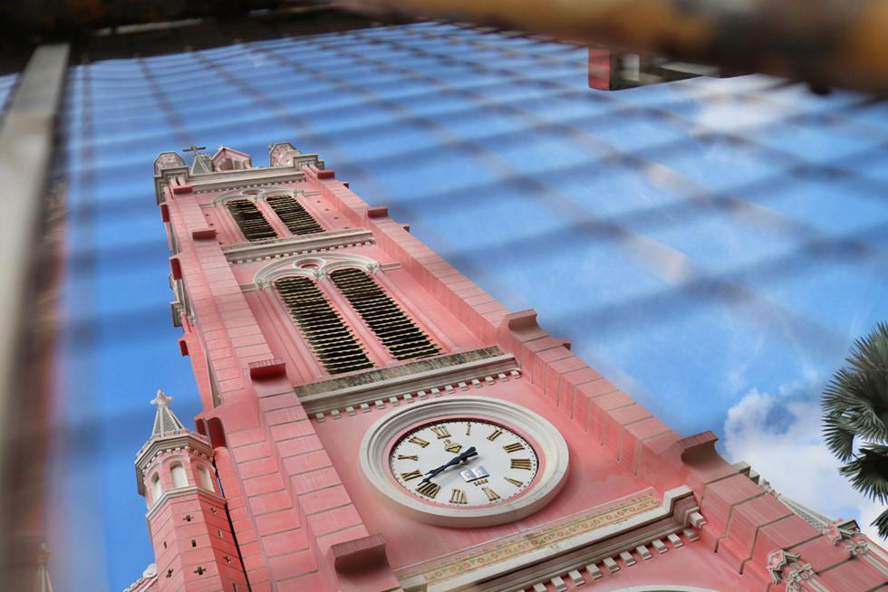 Cận cảnh nhà thờ Tân Định 150 tuổi ngay trung tâm Sài Gòn 'đốn tim' du khách - ảnh 9