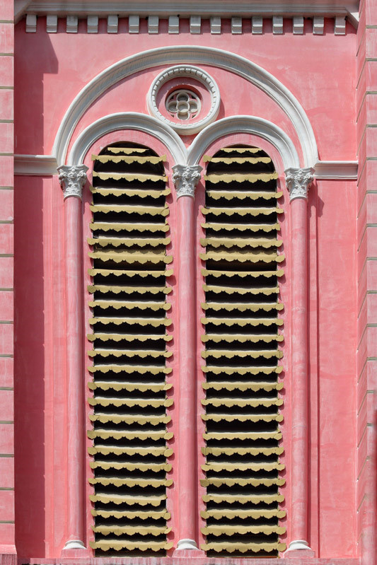 Cận cảnh nhà thờ Tân Định 150 tuổi ngay trung tâm Sài Gòn 'đốn tim' du khách - ảnh 10