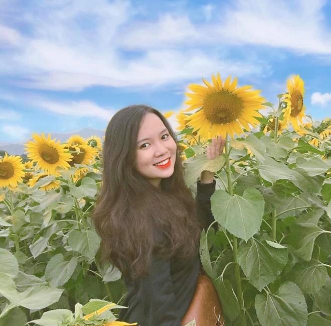 Các bạn gái tha hồ khoe sắc tại vườn hoa hướng dương (Ảnh: etobenz)
