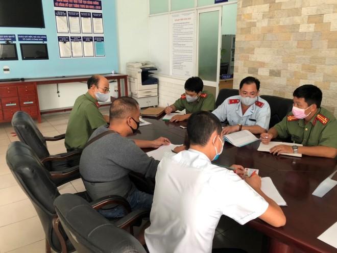 Cơ quan chức năng tỉnh Thừa Thiên –Huế làm việc với ông Võ Hồng Phương sau khi đăng thông tin sai lên Facebook cá nhân /// Ảnh: CTV