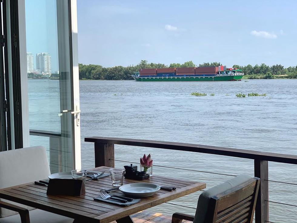 Cận cảnh quán bar ở Sài Gòn được báo Anh xếp vào hạng 'tốt nhất thế giới' - ảnh 3