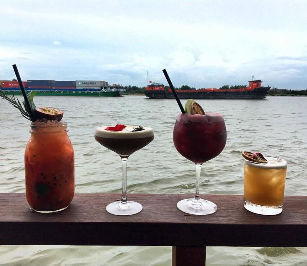 Cận cảnh quán bar ở Sài Gòn được báo Anh xếp vào hạng 'tốt nhất thế giới' - ảnh 4