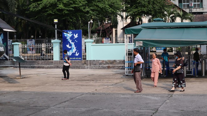 Tránh dịch Covid-19, khách du lịch vội vã đổi, dời tour chờ hết dịch - ảnh 2
