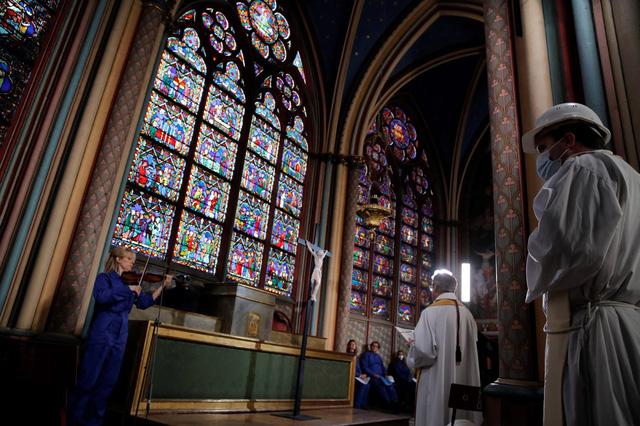 Việc xây dựng lại Nhà thờ Đức Bà có thể mất tới 20 năm - Ảnh 2.