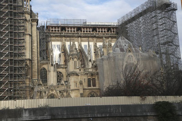 Việc xây dựng lại Nhà thờ Đức Bà có thể mất tới 20 năm - Ảnh 3.