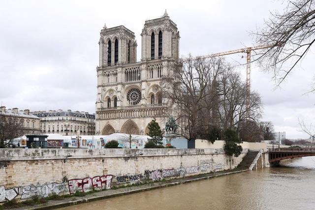 Việc xây dựng lại Nhà thờ Đức Bà có thể mất tới 20 năm - Ảnh 4.