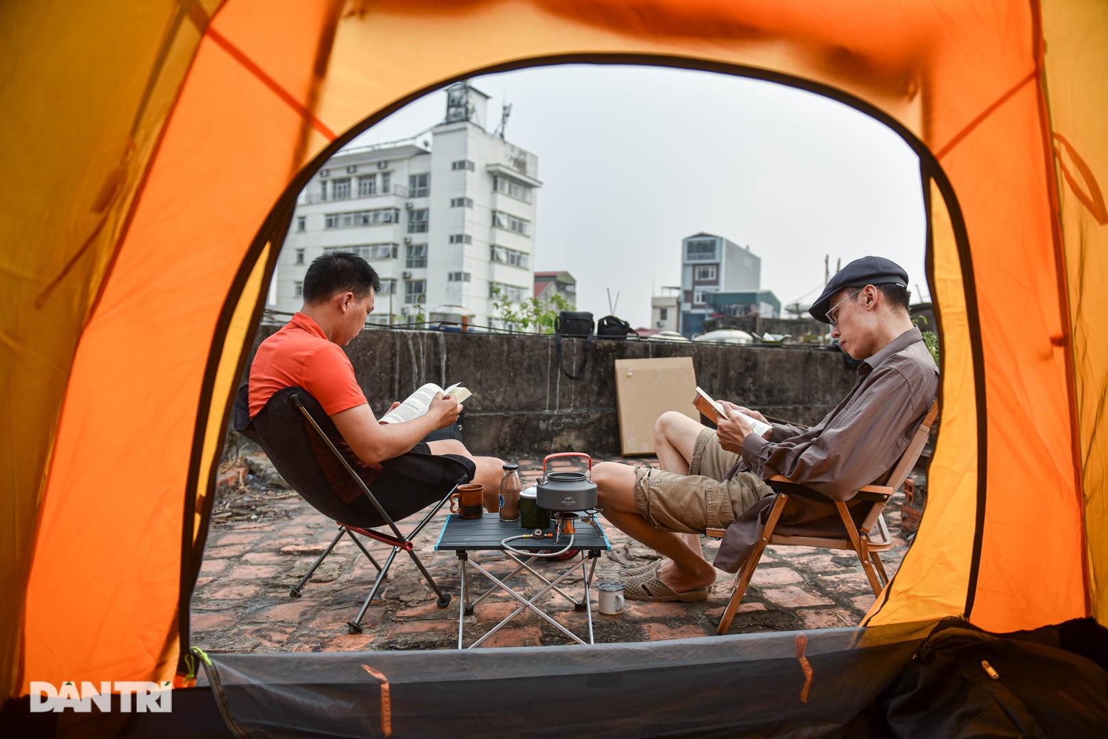 Thèm du lịch, giới trẻ đầu tư cắm trại tại gia: Chỉ ngắm nóc nhà vẫn vui - 9