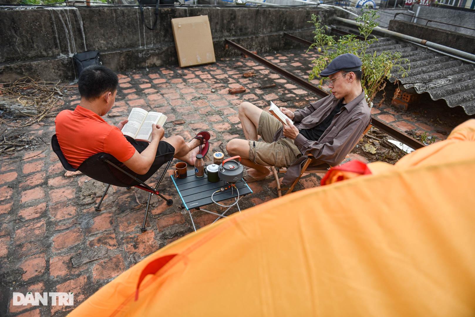 Thèm du lịch, giới trẻ đầu tư cắm trại tại gia: Chỉ ngắm nóc nhà vẫn vui - 6